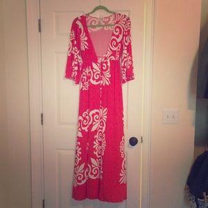 Dresses & Skirts - Maxi/deep V/ fun dress with a groovy pattern.